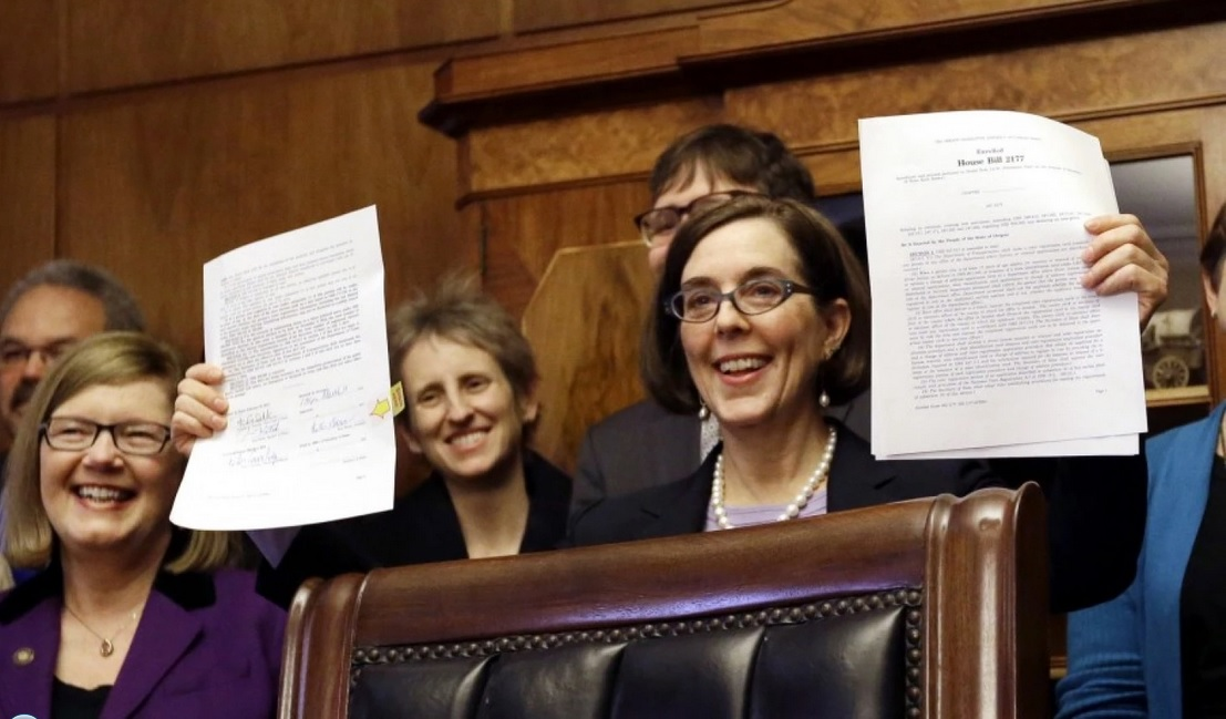 Oregon.Auto.Voter.Bill.Signing.jpg.jpg