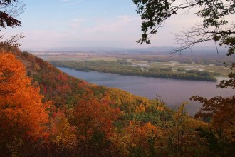 Mississippi River from overlook on campground road, Great River Bluffs State Park, Minnesota, USA. Photographer McGhiever. Used under Creative Commons license CC BY-SA.