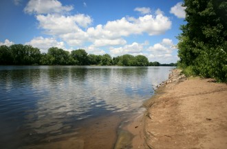 The Mississippi River north of Minneapolis, where the river has gentle shores, before it enters its only gorge in south Minneapolis.