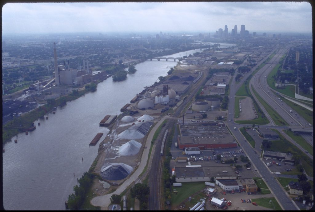 The UHT as an active port terminal, circa 2005, looking south toward Minneapolis. Image from the Metropolitan Design Center Image Bank. Copyright Regents of the University of Minnesota, used with permission.