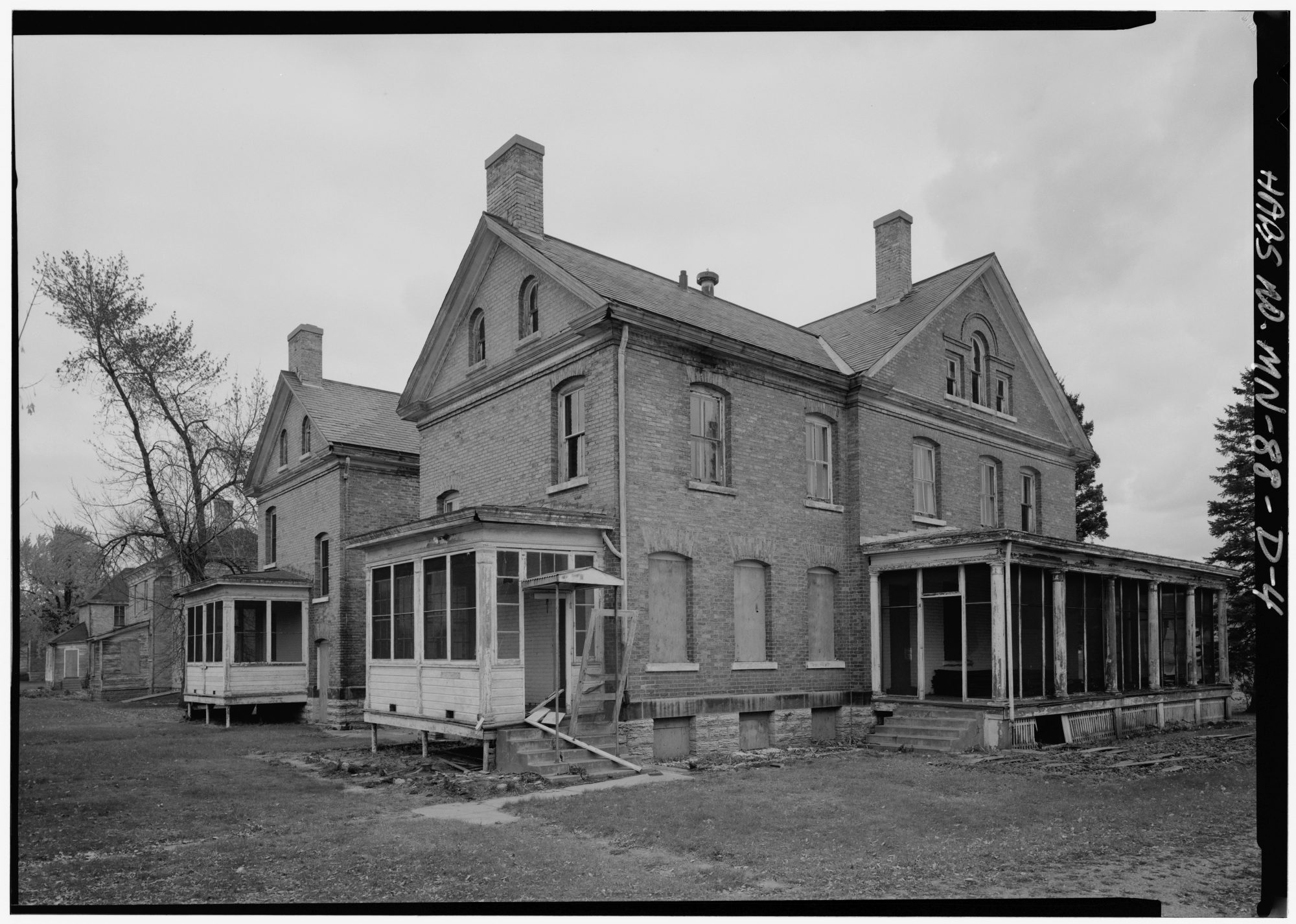 The Watson family lived in three different houses in Fort Snelling, including Officers' Quarters at 157 Taylor Avenue. Library of Congress.
