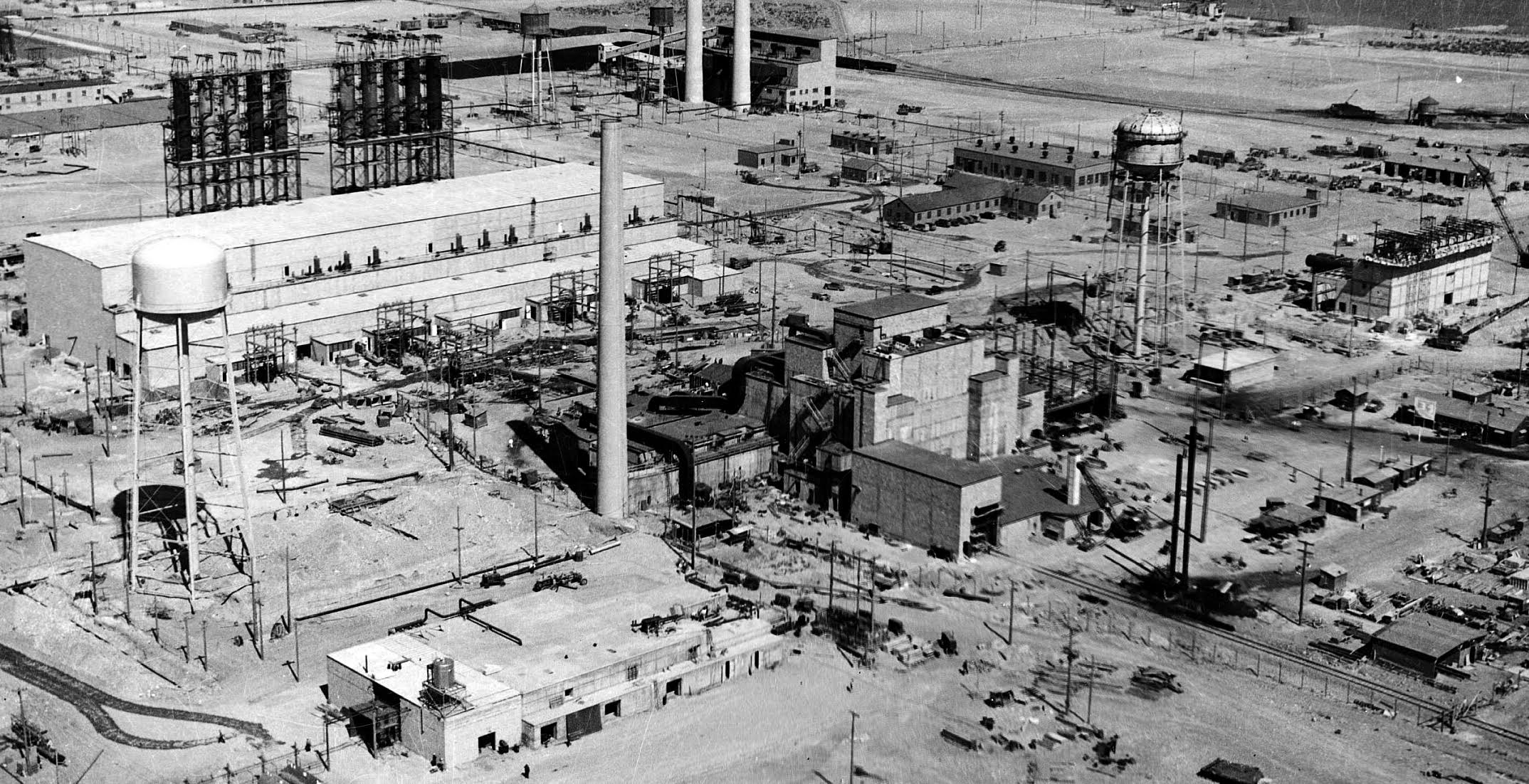 The Hanford B Reactor, near Richland, Washington, under construction, 1943. Image courtesy the US Department of Energy, Hanford Collection (HASI.1996.001.1350).