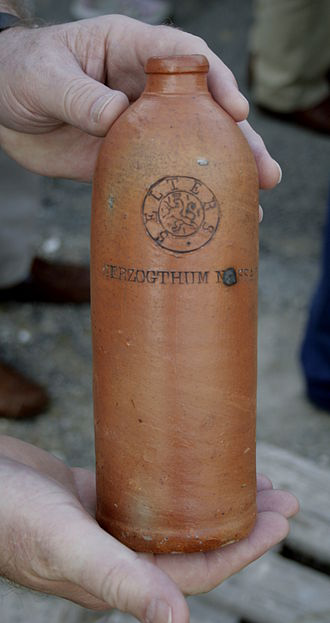 A similar selters bottle from Niederselters from the 19th century. Photographer Volker Thies. CC BY-SA 3.0.