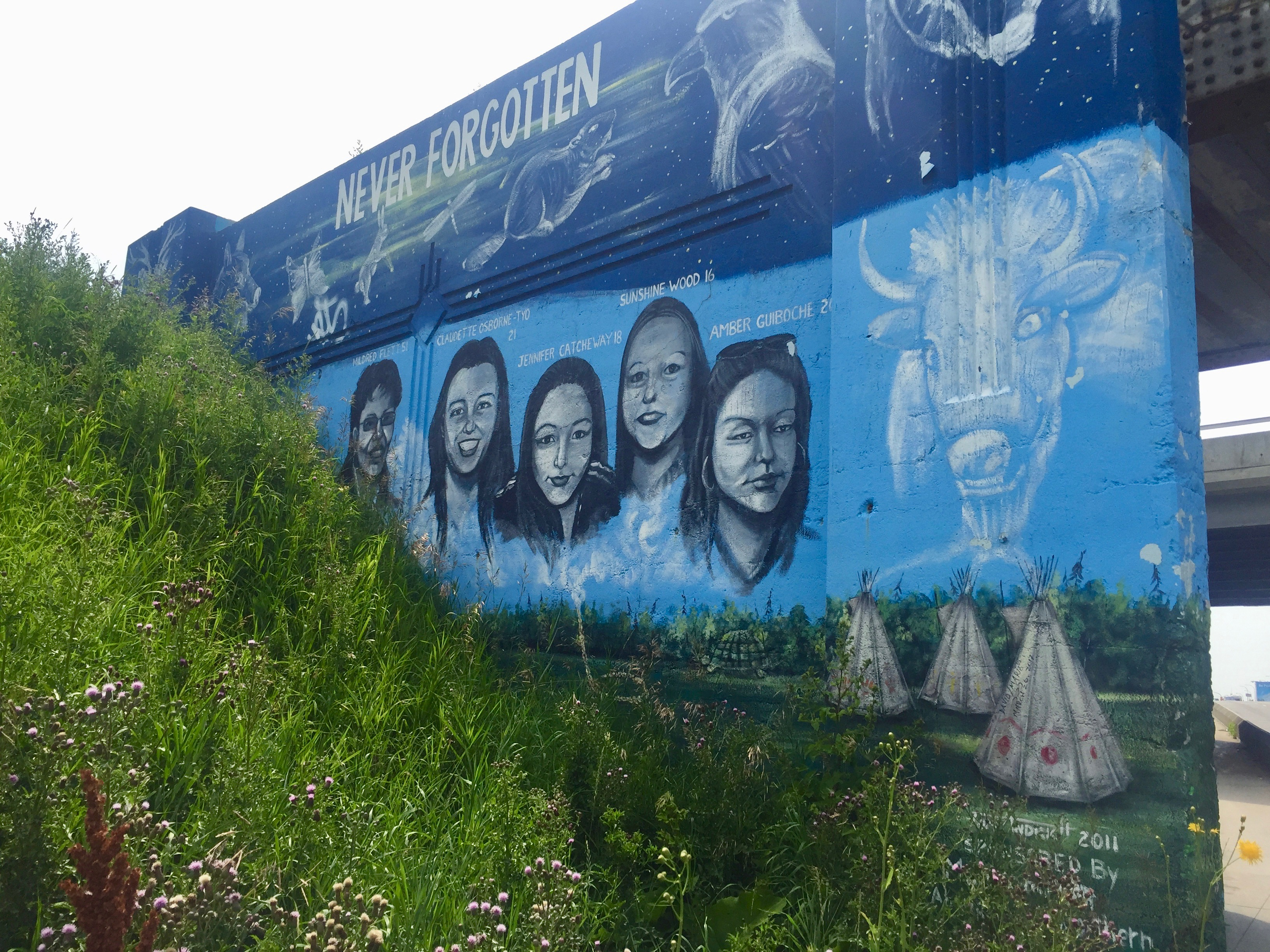 Mural for MMIWG by Tom Andrich on Portage Ave in Winnipeg. Image courtesy of Caroline Doenmez.
