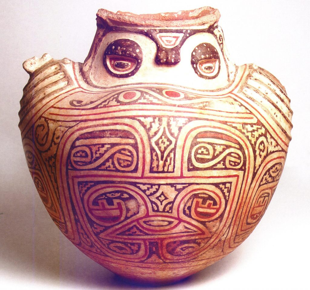 Marajoa Urn. There is a complex pattern on the urn.